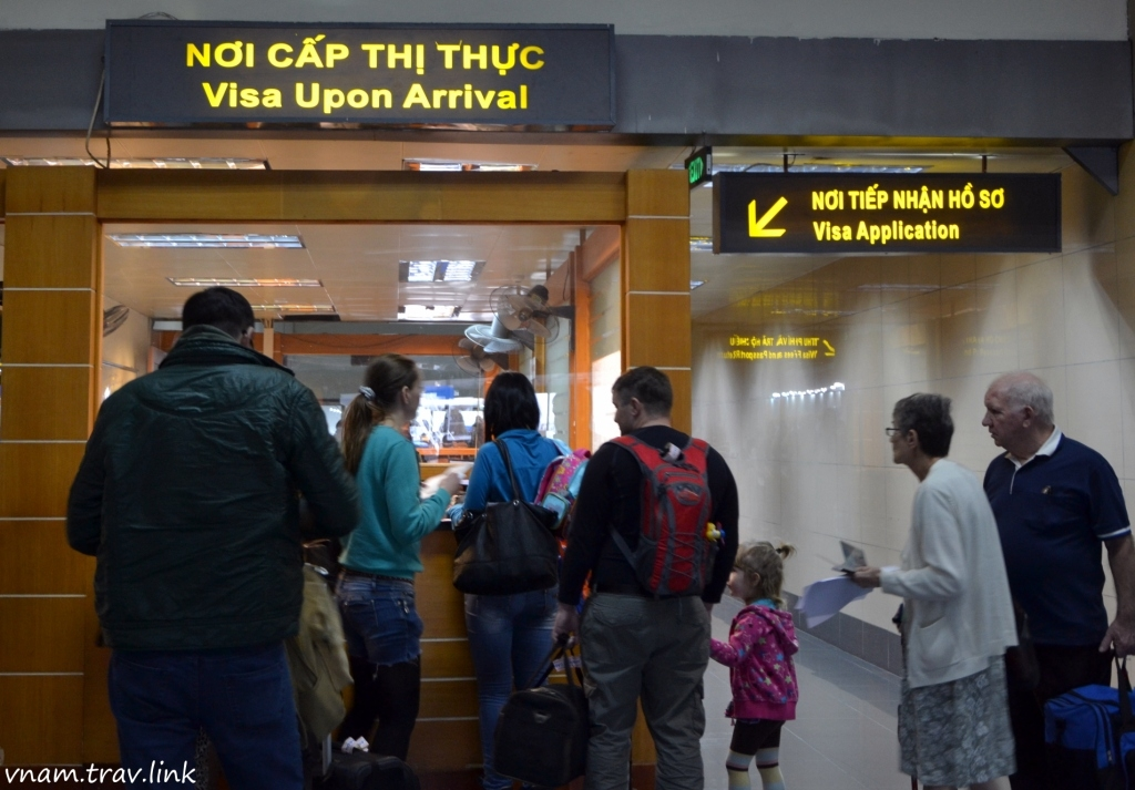 Getting visa on arrival at the airport of Vietnam